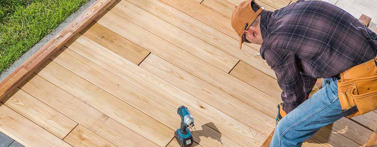 7-Things-to-Consider-before-hiring-a-deck-builder